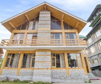 Tastefully done 4-BR cottage for a group getaway,Manali