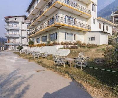 Well-appointed abode for three, 800 m from Mall Road,Manali