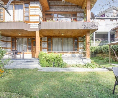 Elegant 3-BR cottage with a stunning view, ideal for a family,Manali