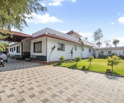 Hill-view 5-BR cottage, perfect for a family vacation,Ooty