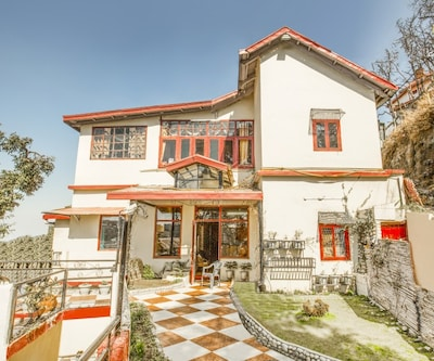 Cheerful 2-BR hideaway, 1.2 km from Christ Church,Shimla