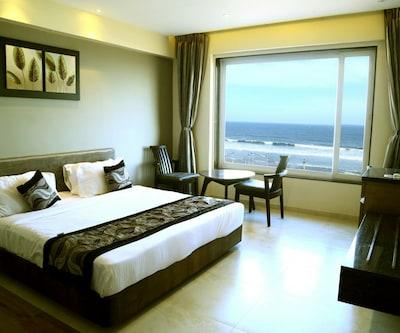 Premier Room Only, https://imgcld.yatra.com/ytimages/image/upload/c_fill,w_400,h_333/v1509689585/Hotel/00103183/Elite_3_C2JTso.jpg