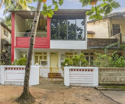 Homely 2-bedroom villa, 950 m from Miramar Beach,Goa
