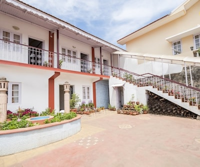 Well-furnished abode for three, 950 m from Ooty Lake,Ooty
