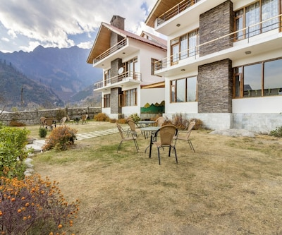 Cosy room with an attic in a lovely boutique stay, 1 km from Beas River,Manali