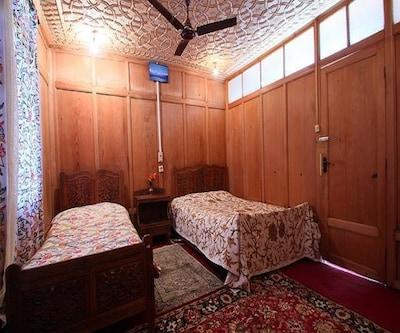 Houseboat Mashal,Srinagar