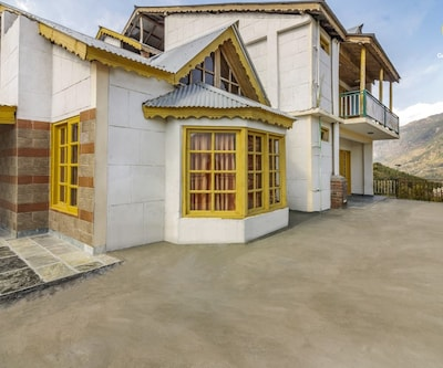 Beautiful hillside cottage ideal for a group getaway,Manali