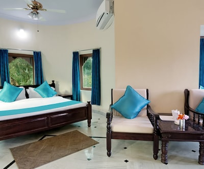 Family Suite with breakfast, https://imgcld.yatra.com/ytimages/image/upload/c_fill,w_400,h_333/v1510208079/Hotel/Kumbalgarh/00103504/Haveli-Family-Suite_xFWZxr.jpg