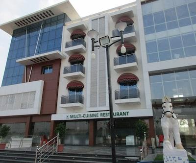 Hotel Golden,Surat