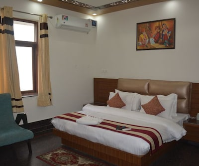 Hotel Stay At Green View,Dehradun