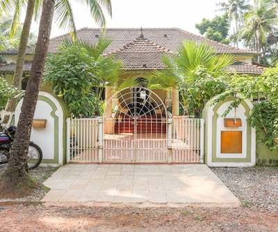 Pool heritage stay for a family vacation, 1.4 km from Majorda beach,Goa