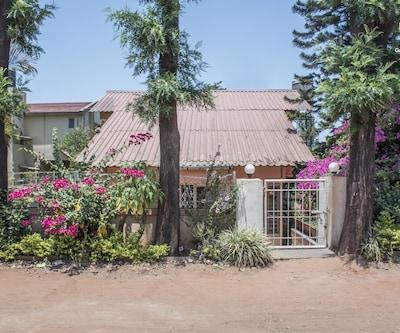 Quaint 3-BR bungalow, 2.8 km from Venna Lake