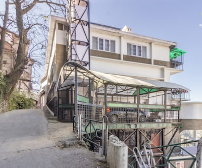 Chic one-bedroom abode, 1 km from The Ridge,Shimla
