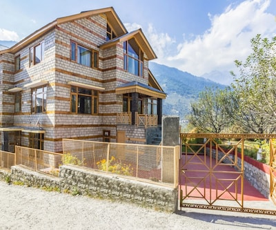Three-bedroom cottage with a pool table for leisure travellers,Manali