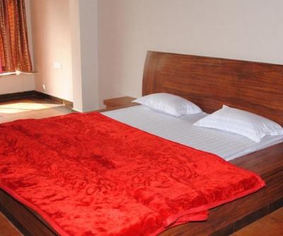 Non Ac Room, https://imgcld.yatra.com/ytimages/image/upload/c_fill,w_400,h_333/v1510552009/Hotel/Nagpur/00048101/Non_AC_Room_M4Ilj6.jpg