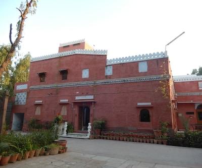 Jaswant Bhawan Hotel,Bikaner