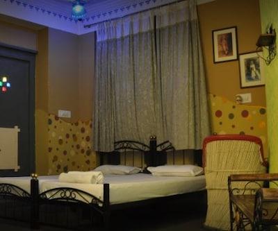 Banjara Hostel, Jagdish Chowk,