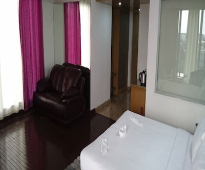 Executive Single Room With Breakfast, Executive Room has amenities such as air-conditioner, tea/coffee maker, mini-bar, bottled drinking water, wardrobe and attached bathroom with toiletries and hot/cold water supply.
