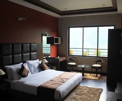 Delight Executive Room with Breakfast, https://imgcld.yatra.com/ytimages/image/upload/c_fill,w_400,h_333/v1510810497/Hotel/Gangtok/00051472/Delight_Executive_II_mh68qX.jpg