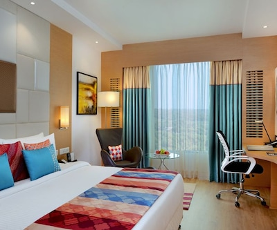 Fortune Club Room with Breakfast, https://imgcld.yatra.com/ytimages/image/upload/c_fill,w_400,h_333/v1510825313/Hotel/Vadodara/00104161/Fortune_Inn_Promenade,_Vadodara___FORTUNE_CLUB_Room_8h7Cj7.jpg