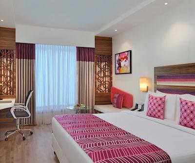 Deluxe Room with Breakfast, https://imgcld.yatra.com/ytimages/image/upload/c_fill,w_400,h_333/v1510825395/Hotel/Vadodara/00104161/Fortune_Inn_Promenade,_Vadodara_DELUXE__Room_a0MNcM.jpg