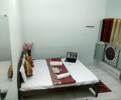 Royal Home stay, none,
