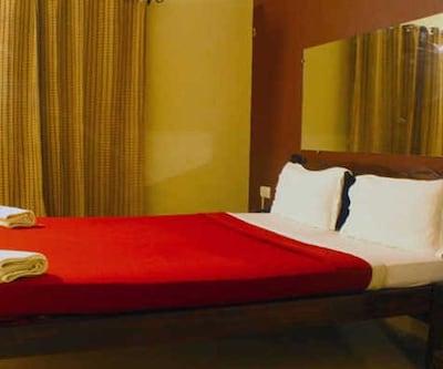 Standard Room, https://imgcld.yatra.com/ytimages/image/upload/c_fill,w_400,h_333/v1511177942/Hotel/Goa/00104893/1_iPiBC4.jpg