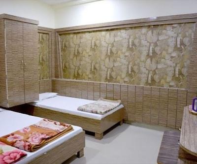 Natraj Hotel & Lodge, --None--,