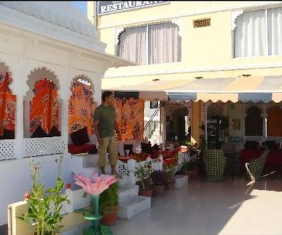 Chang Hotel & Restaurent