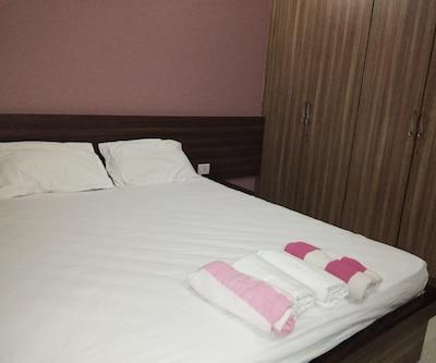Apartment AC, https://imgcld.yatra.com/ytimages/image/upload/c_fill,w_400,h_333/v1511677678/Hotel/Goa/00106435/IMG_20171013_150956_5B7sZJ.jpg