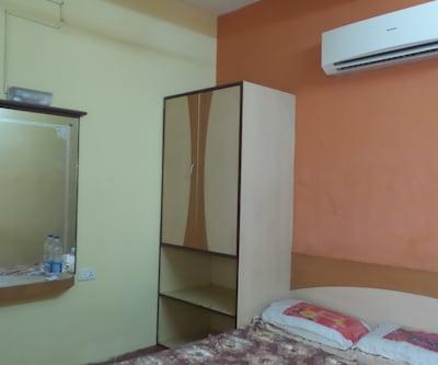 1 BHK Apartment AC, https://imgcld.yatra.com/ytimages/image/upload/c_fill,w_400,h_333/v1511693436/Hotel/Goa/00106463/1_BHK_Apartment_AC_LDYmEF.jpg