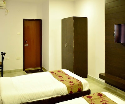 Super Deluxe Single Room (AC) with Breakfast,
