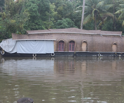River Queen two bed houseboat,Alleppey