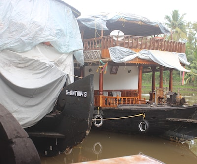 River Queen one Bed Standard,Alleppey