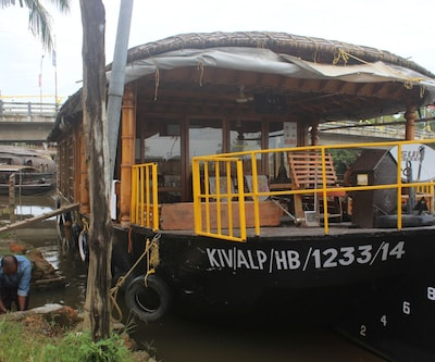 River Queen three bed standard houseboat,Alleppey