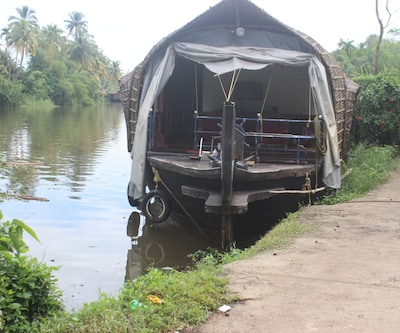 River Queen emerald houseboat,Alleppey