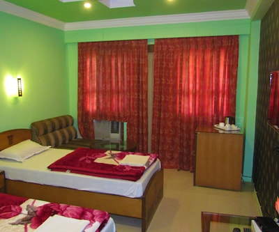 Hotel Conclave, Hill Cart Road,