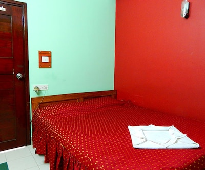 Deluxe Double Room Only, https://imgcld.yatra.com/ytimages/image/upload/c_fill,w_400,h_333/v1512105250/Hotel/Siliguri/00059771/deluxe-2_MK8Omo.jpg