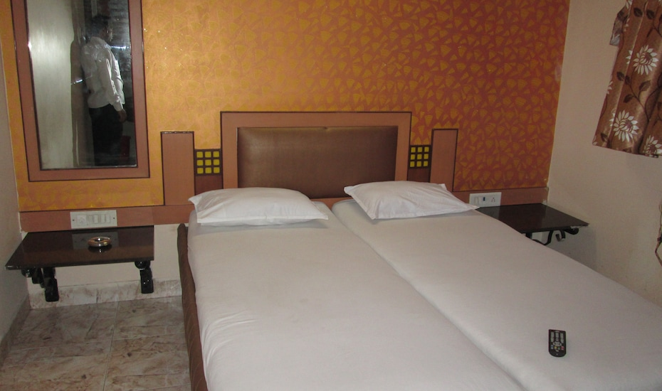 Navrathna Residency Lodging And Boarding, Dahisar,