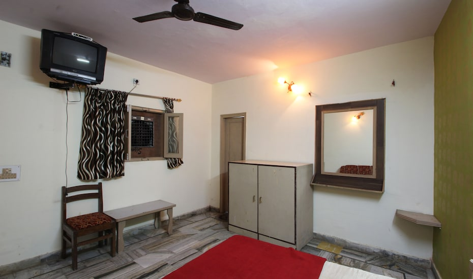 Hotel Essar and Restaurant, Idgah Bus Stand Road,