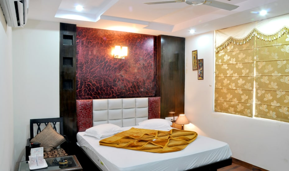 Hotel MEM International, Desh Bandhu Gupta Road,