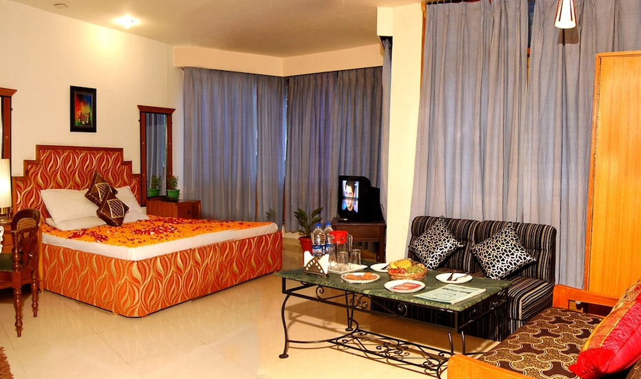Hotel D Chalet, Club House Road,