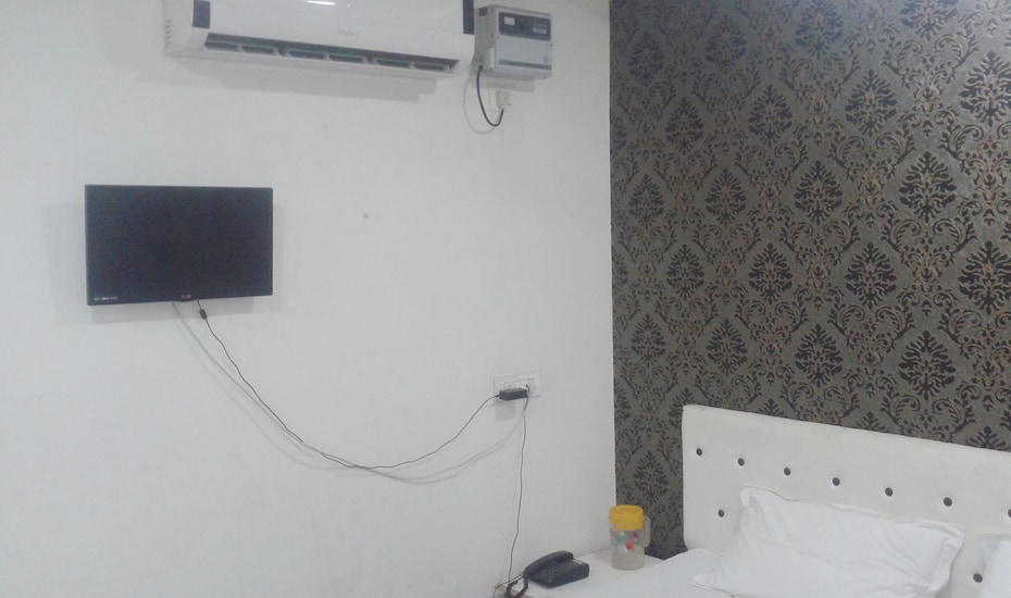 Hotel City Plaza, Lashkar,