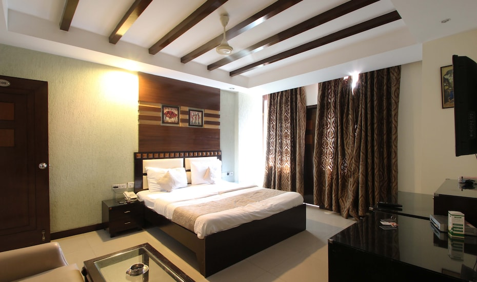 Hotel Luxury 8, Greater Kailash,