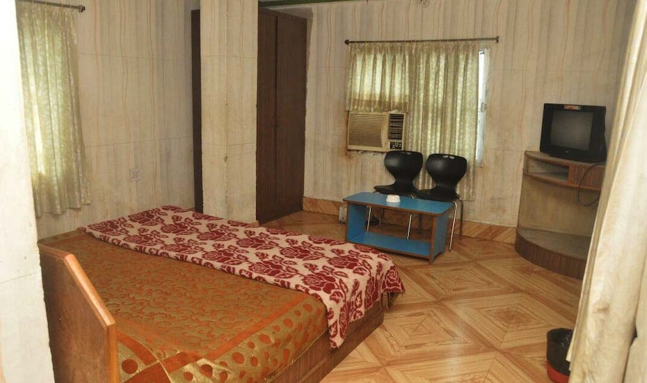 Deepali International Hotel, none,