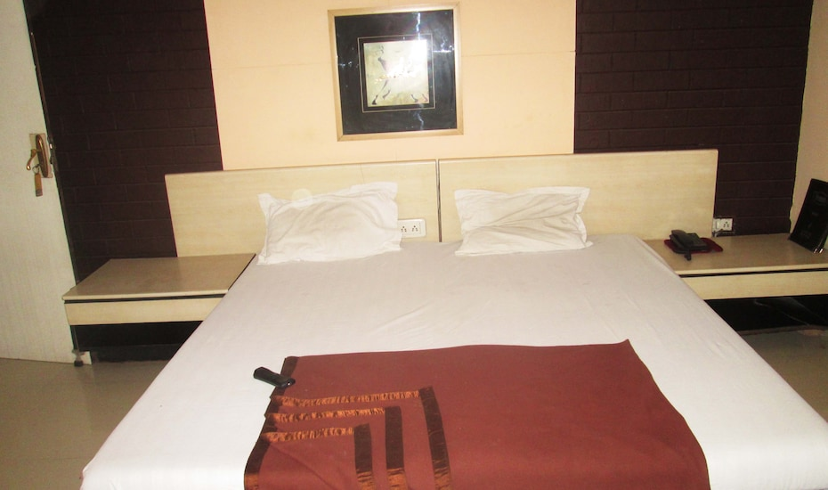 Silver Oak Club & Resorts, A.B.Road,