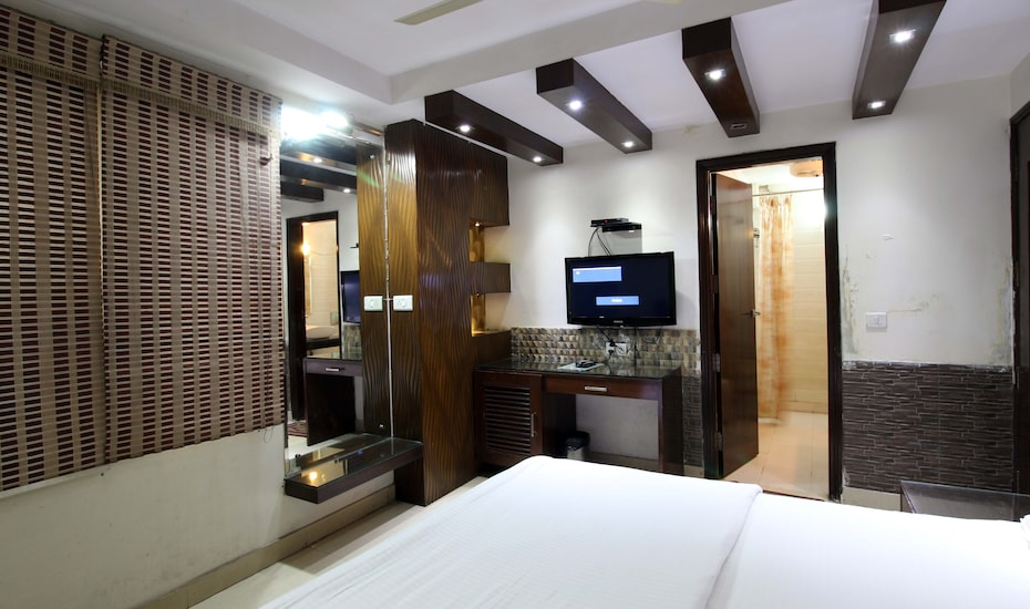Hotel High 5 Land, Karol Bagh,