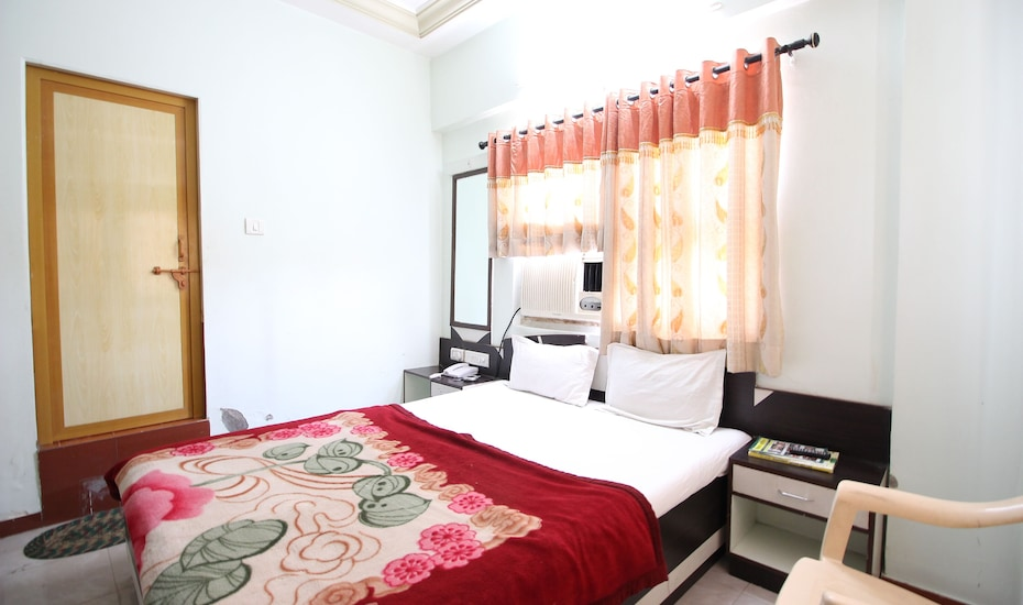 Hotel Royal Night, Ashram Road,