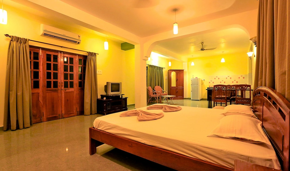 White Feather Guest House, Morjim,