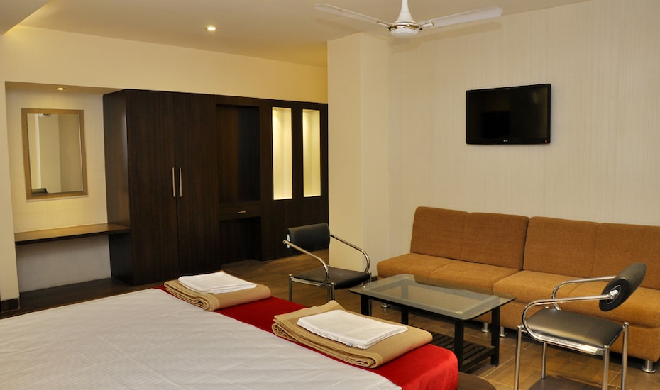 Hotel Shelter, Old Kanpur Road,
